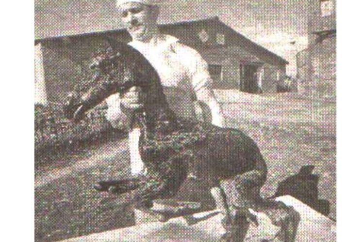 Лоша народилося 15 червня 1989 року у «зоні»  з вісьмома кінцівками.