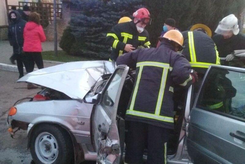 У результаті зіткнення двох легкових автівок –Audiта ВАЗу – постраждав чоловік.