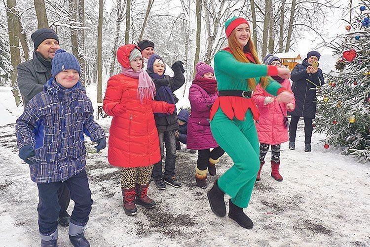 Дівчата-ельфи влаштували захопливе танцювальне змагання.