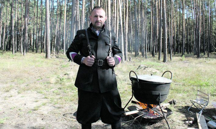 Козацьке братство привабило тим, що не підтримує політичних партій.