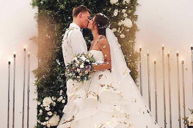 Такий солодкий весільний поцілунок!