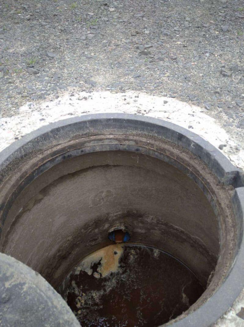 Каналізація ще не введена в експлуатацію, тому є ймовірність, що нечистоти можуть потрапляти в озеро.