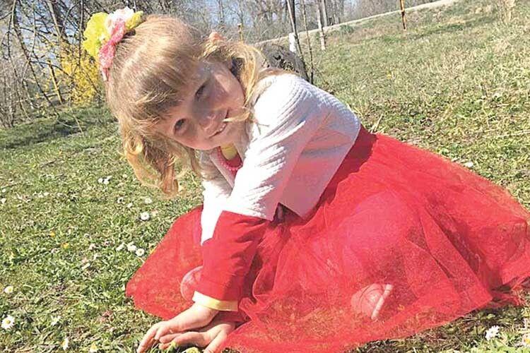 Маленька мешканка Кримного Софійка слухає весну серцем.