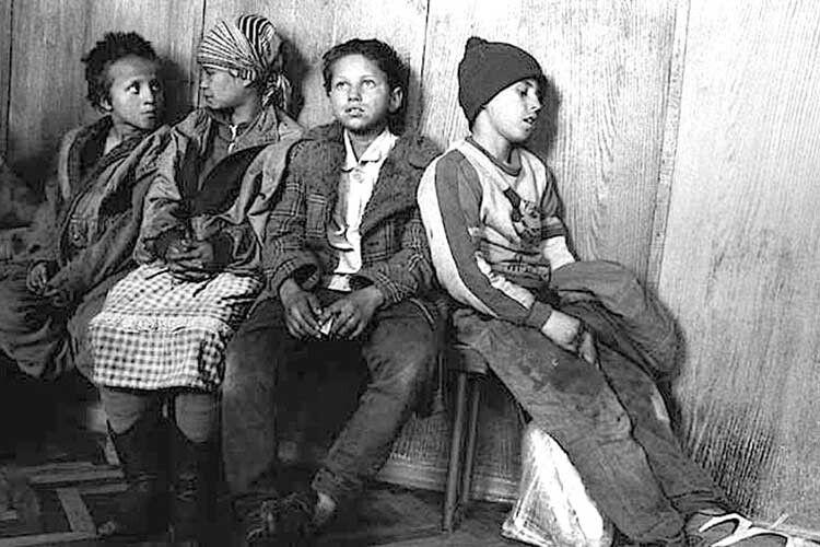 «Покинуті діти» — велика серія фотографій, яка тепер є візитною карткою митця.