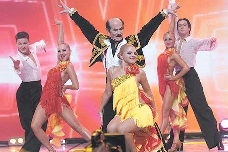 Дивіться, заздріть і вчіться! Майже 90-річний Григорій Чапкіс дасть фору і в кілька разів молодшим танцівникам.