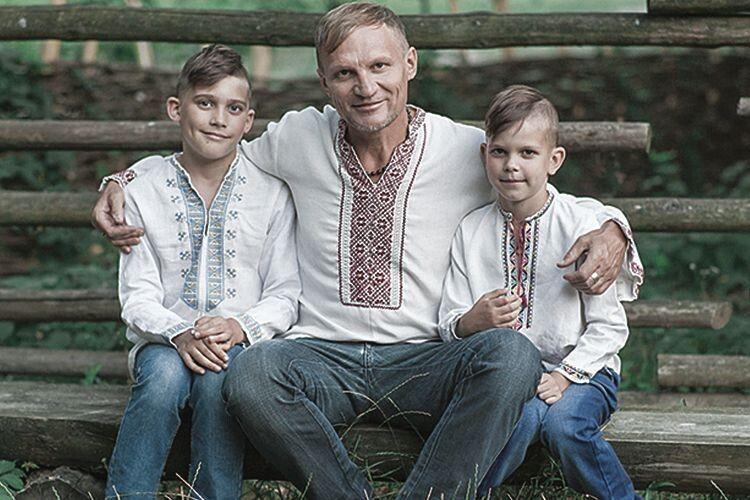 Синам Романові та Устимові є чому повчитися у відомого тата  і в професійному плані, і в дотриманні життєвих принципів.