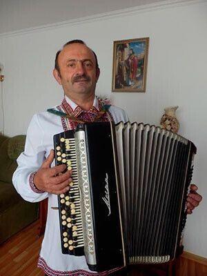 «До 100 років грайте на біс, Володимиру Миколайовичу!» Фото Лесі ВЛАШИНЕЦЬ.