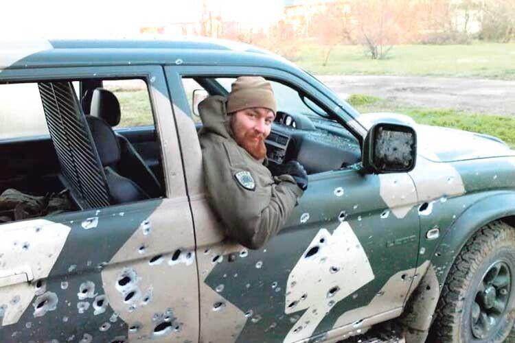 Волинянин пройшов найгарячіші точки Донбасу: сліди від куль на авто – яскраве тому свідчення.