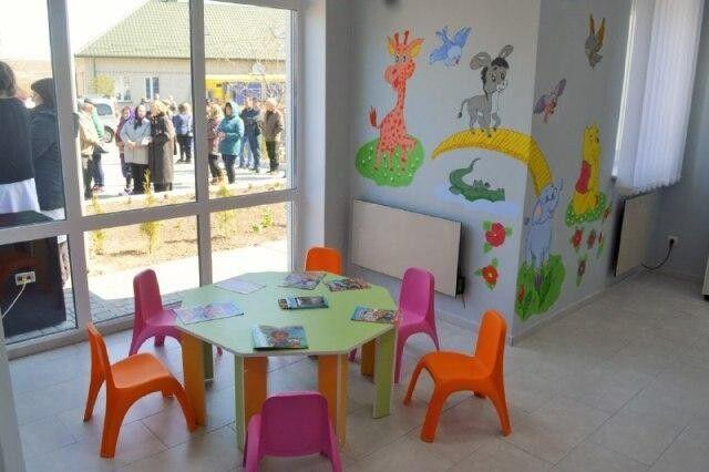 Для найменших пацієнтів облаштували яскраву кімнату здоров'я.