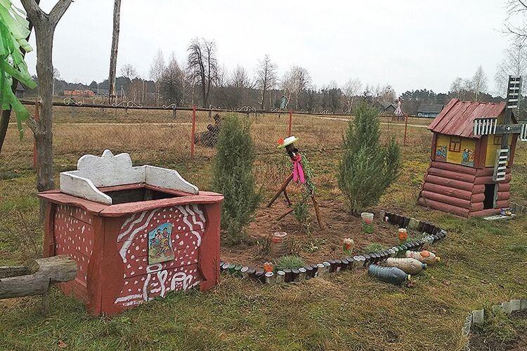 «Ми з чоловіком облаштовуємо подвір'я: я придумую якісь поробки, він їх реалізовує», -  каже Катерина Михайлівна.