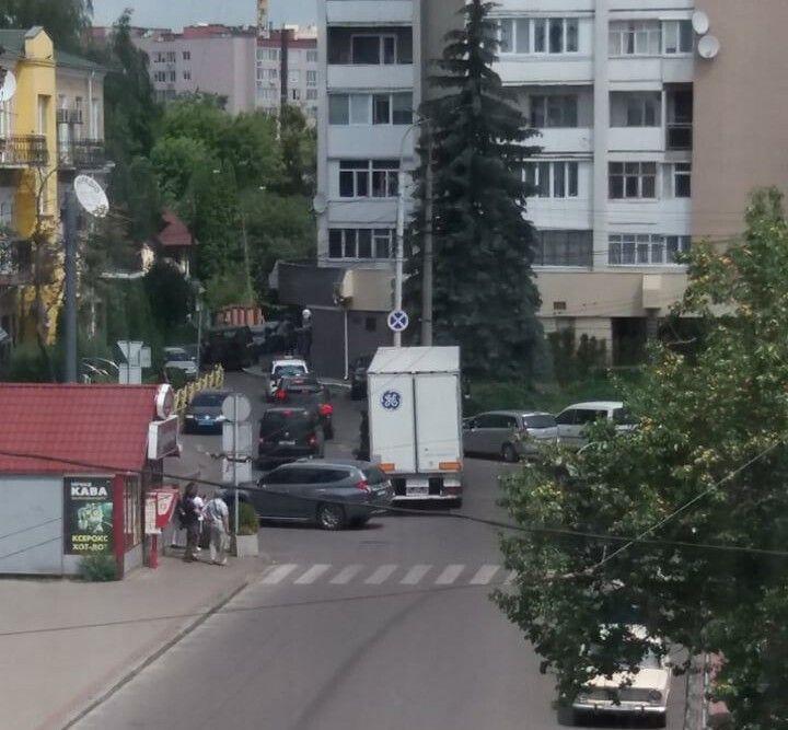Кортеж Авакова проїхав до приміщення ГУНП у Волинській області поза 16-поверховим будинком.
