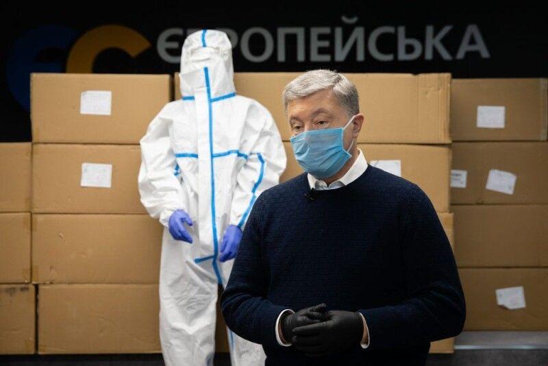 0 квітня Петро Порошенко закликав владу запровадити страхування медичних працівників на випадок захворювання на коронавірус.
