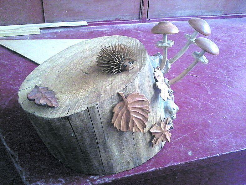 Ось якого симпатягу-їжачка на пеньочку з грибочками-листочками створили руки пана Юрія