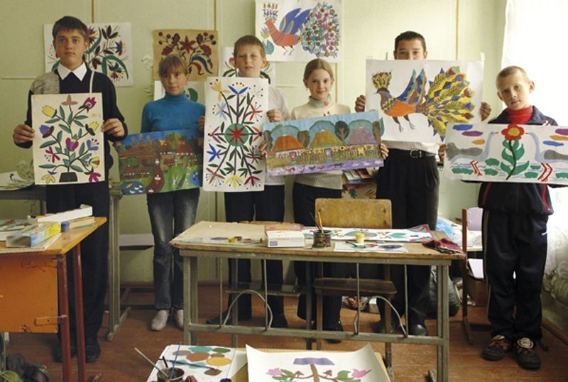 У художній мистецькій школі села Журавлики відроджують народне мистецтво.