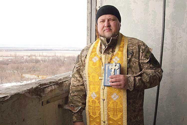 «Капелан мусить заслужити довіру й повагу бійців», —  каже отець Володимир Труш.