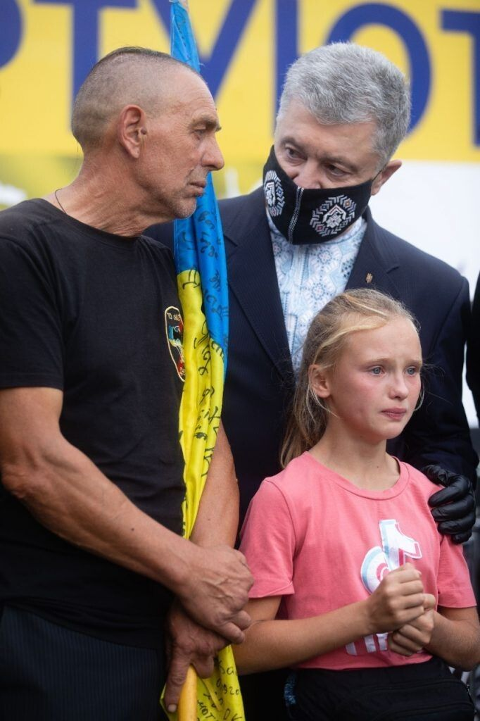 Батько і дочка загиблого морпіха Ярослава Журавля.