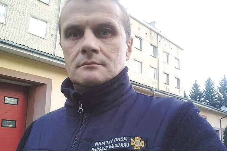 Особлива робота навчила Руслана Денисюка бути суперобережним на дорозі. Рятувальник каже,  що застерігає від обгонів кого тільки може.
