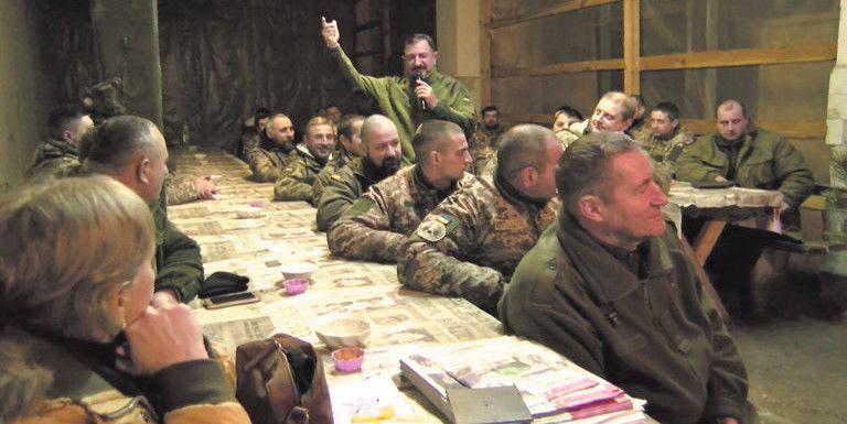 На завершення концерту з Василем Солов'єм співали й найсуворіші воїни.
