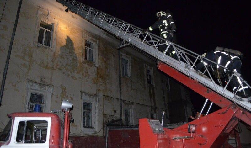 Вогонь повністю знищив дах госпіталю.