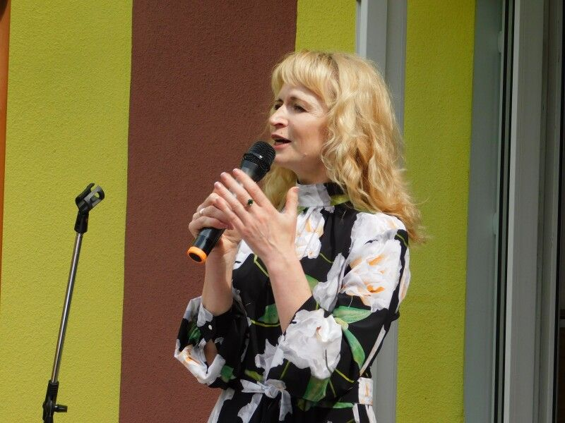 Усіх вітає директор Горохівської музичної школи Оксана Цехош. Фото Лесі ВЛАШИНЕЦЬ.