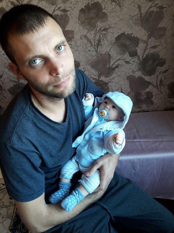 Сергій Бондар береться до роботи лише в хорошому настрої, адже потрібно, щоб лялька виходила гарною, з добрими емоціями та позитивною енергетикою.