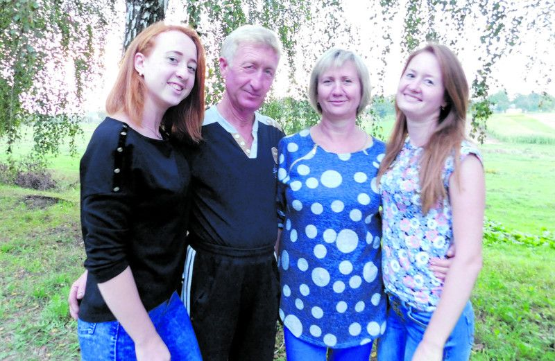 Три музи пана Андрія: дружина Тетяна, доньки Олеся та Софія.