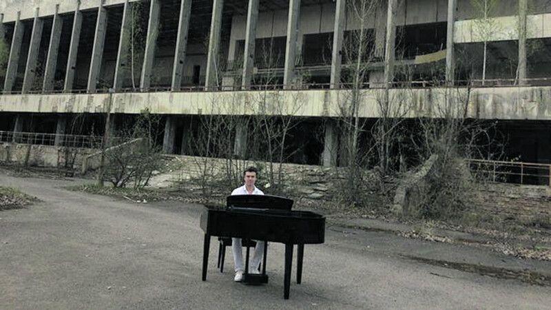 Музикант зняв кліп у Чорнобильській зоні, щоб нагадати людям, як завтрашній день залежить від нинішніх дій.