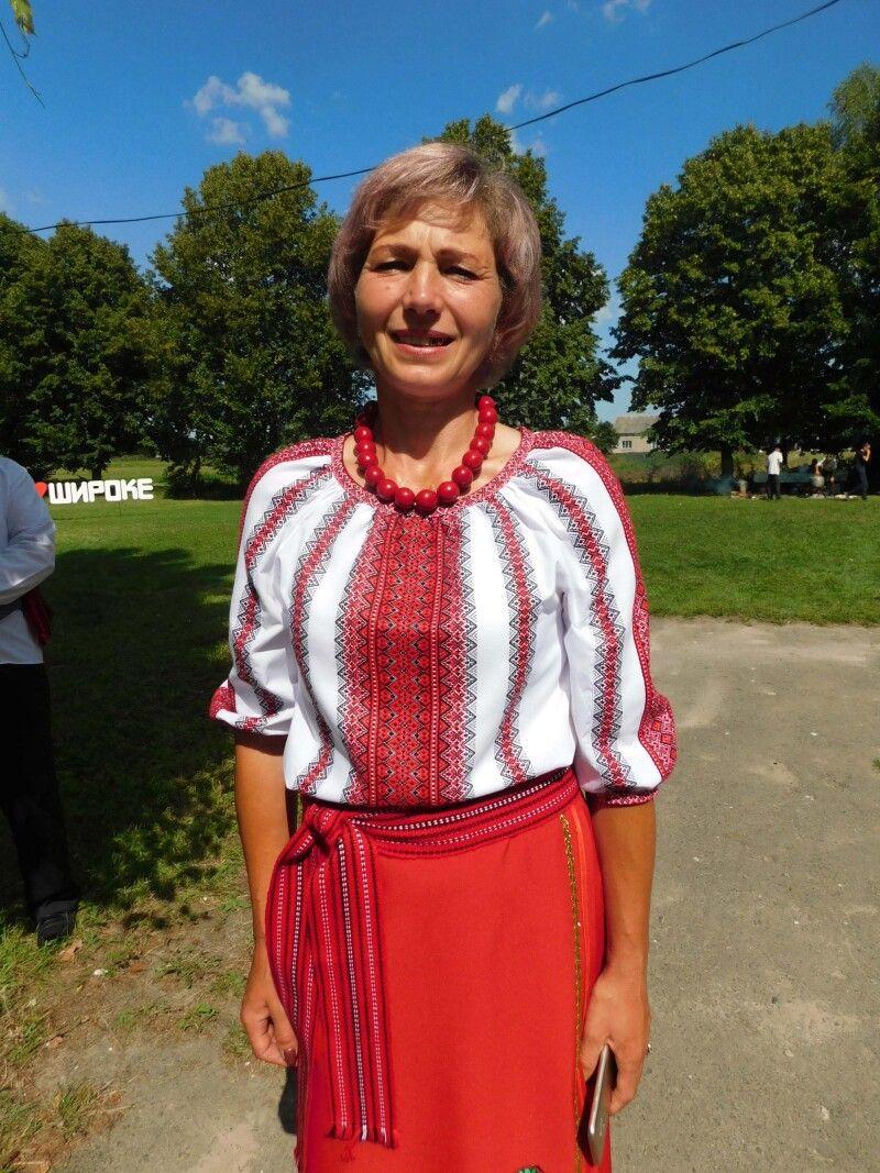 Депутат Мар'янівської ОТГ і учасниця ансамблю Марія Ковальчук. Фото Лесі ВЛАШИНЕЦЬ.