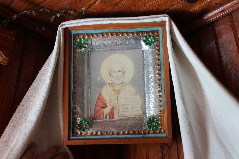 Ікону Миколи Чудотворця, що оновилася,  Дмитру Петровичу передала мама.