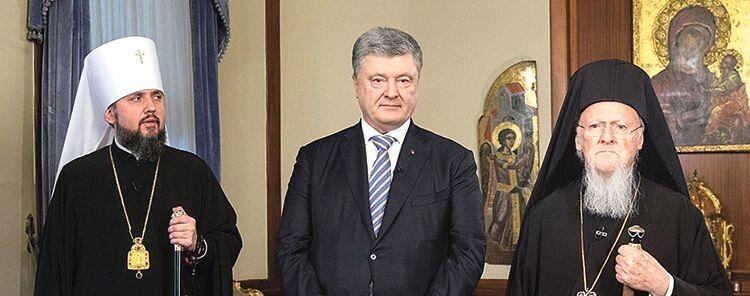Предстоятель ПЦУ Епіфаній, п'ятий Президент України Петро Порошенко та Вселенський Патріарх Варфоломій (зліва направо). Ці люди втілили у життя справу, про яку мріяли мільйони вірян —  православна Україна отримала незалежність.