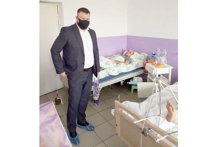 Нововолинський міський голова Борис Карпус побажав травмованим  гірникам швидкого одужання.