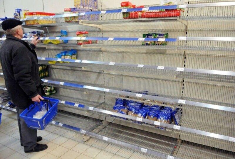 Порожні полиці в супермаркетах – реалії нинішніх днів.