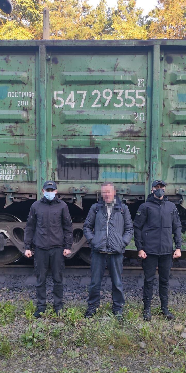 Ця подорож запам'ятається нелегалу на все життя. Фото пресслужби 6 прикордонного Волинського загону.