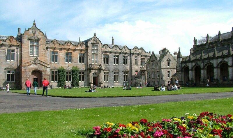 Не все те золото, що блищить. Так виглядає шотландський Сент-Ендрюський університет. Фото із сайту up-study.ua.