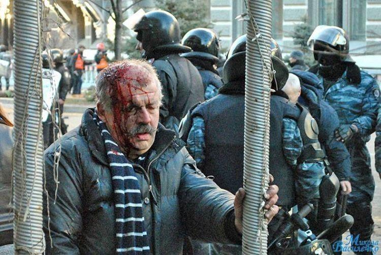 Фото скривавленого Тараса Більчука  стало одним із трагічних символів Майдану.