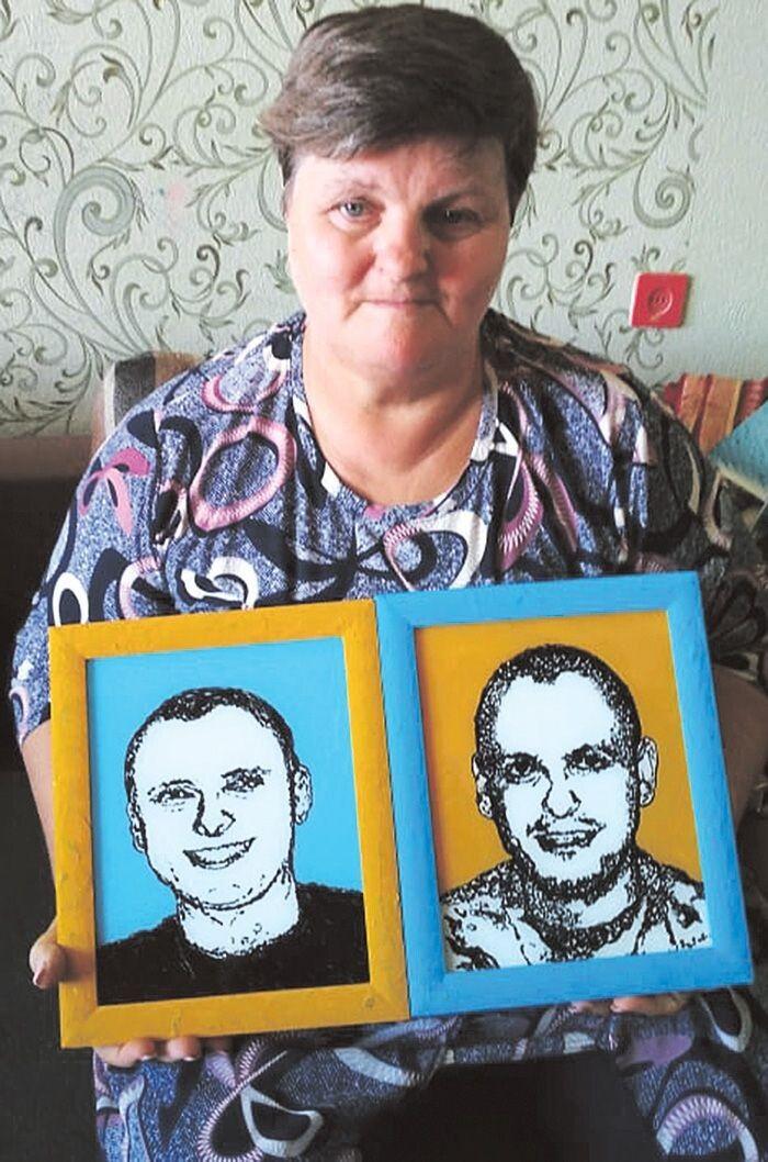 Серед 300 портретів на склі ветерана- «айдарівця» Руслана Кашаюка є і брати Хом'яки - дорогий подарунок для матері.