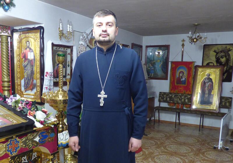 Отець Роман досі пам'ятає, де брат стояв  у церкві.