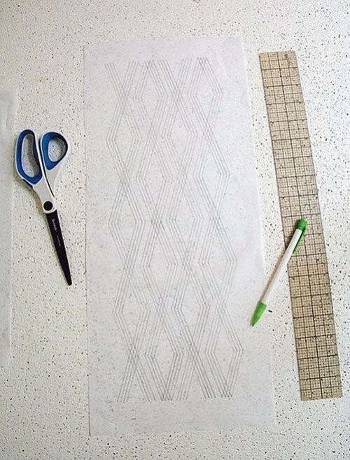 Крок 1. Виберіть узор або намалюйте свій. Орнамент можна збільшити і роздрукувати чи акуратно накреслити на аркуші паперу.