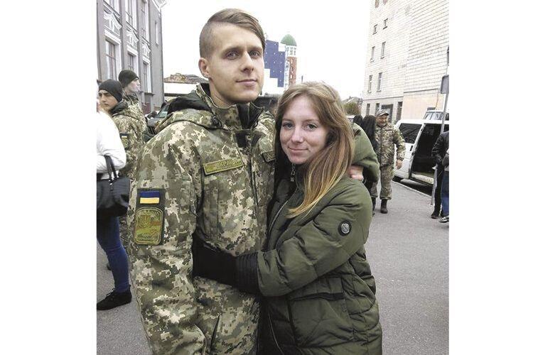 Олексій своєю любов'ю та підтримкою заліковував рани коханої.