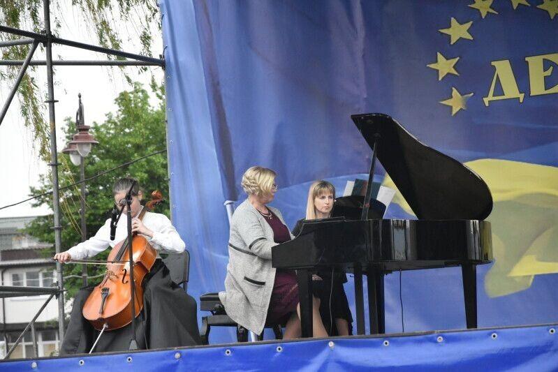 Лучани та гості міста змогли насолодитися камерною музикою у виконанні учнів та викладачів музичних шкіл Луцька.