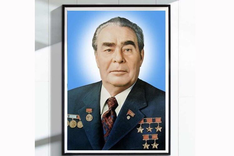 А ось Генсек ЦК КПРС Леонід Брежнєв (1906–1982) особливо полюбляв із самограїв сливовицю, яку часто брав  із собою на полювання.