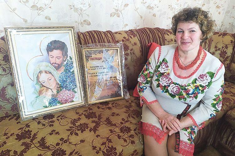 Ви лише уявіть, скільки сил жителька Хмелівки Оксана Сокол  доклала, аби створити ці картини!