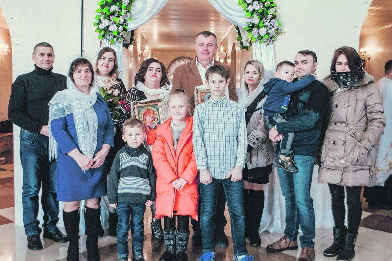 Діти й онуки привітали ювілярів із пам'ятною подією у їхньому житті.