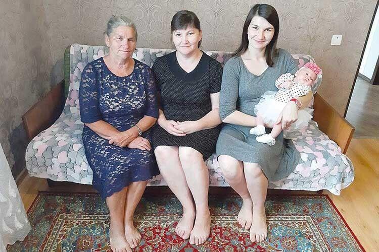 На цій світлині зафіксували чотири покоління сім'ї Демчуків.