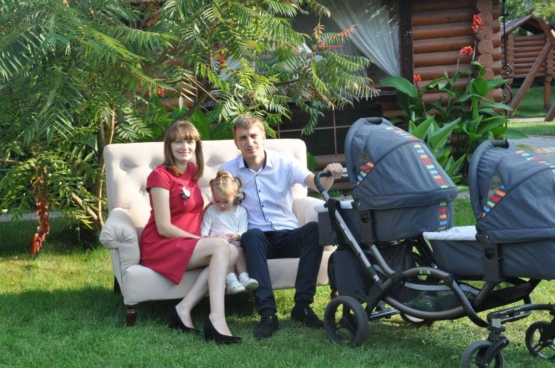 Ті, що надихають на успіх: дружина Ольга, донечки Улянка, Софійка та Богданка.