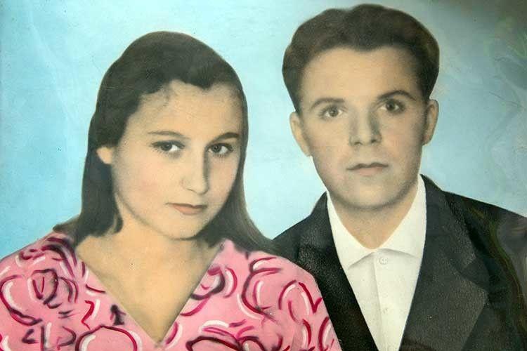 У 16 літ вийшла заміж за Корнія Фесика.