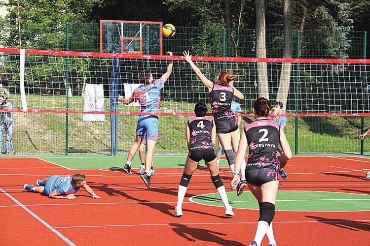 Перший волейбольний матч зіграли команди КДЮСШ та «BEREGYNYA».