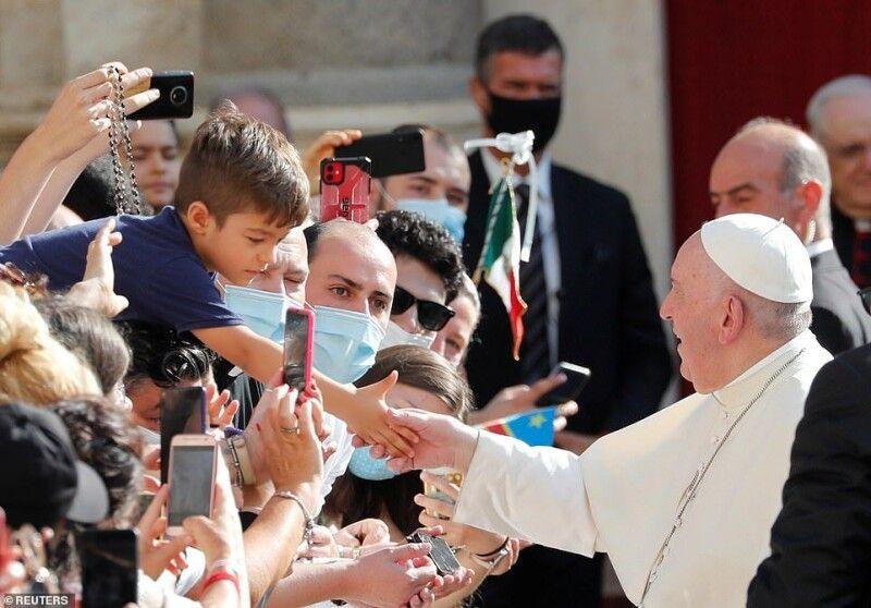 Ніхтоне сподівався на такий ризикований крок від понтифіка. Фото reuters.com.