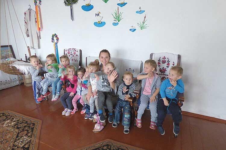 Серед вихованців місцевого дитячого садка— нелише наймолодші переспівчани, айхлопчики тадівчатка здовколишніх населених пунктів.