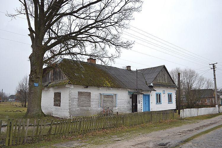 Частину приміщення, де розташовані клуб та поштове відділення, приватизовано.